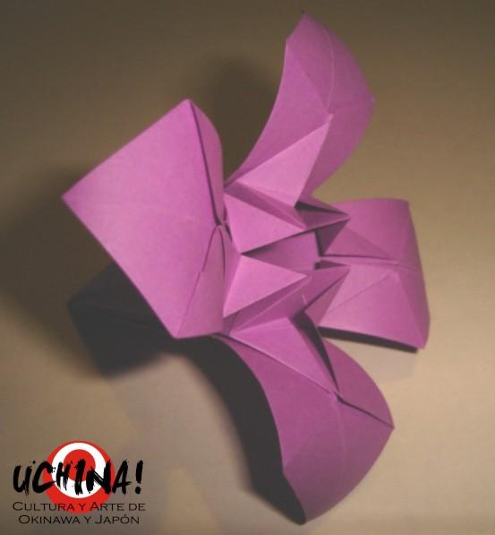 "Flor en Origami: Lirio Japonés, ""Ayame"""